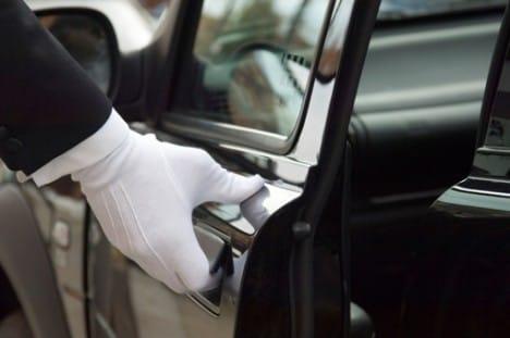 Autonoleggio-auto-autista-matrimoni-eventi-minibus